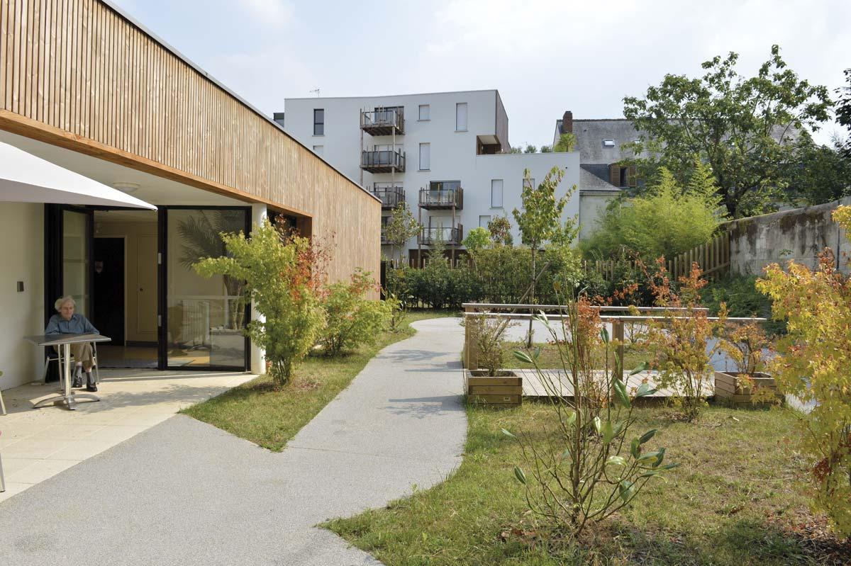 In situ - Architecture, Culture(s) & Ville - Patio Courteline et EHPAD Les Dames Blanches